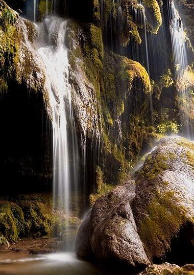 Les cascades pres de Baume les Messieurs, Jura, France