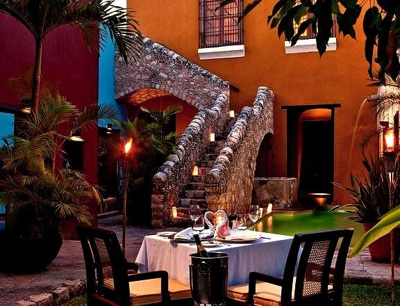 Romantic dinner at Hacienda Puerta in Campeche, Mexico